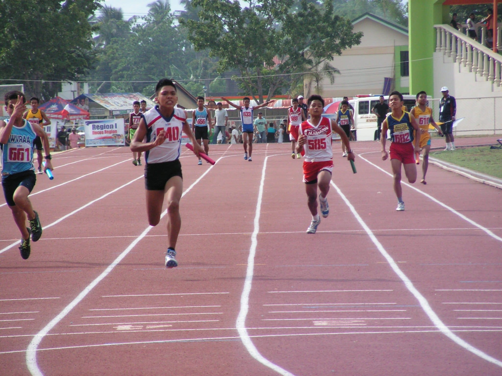 Bicol Sprinters on final stretch for their double gold in elementary relays.