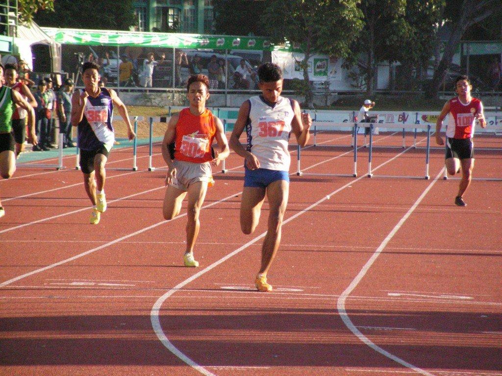 Sulleza on his strong finish for Palaro 400m hurdles secondary boys