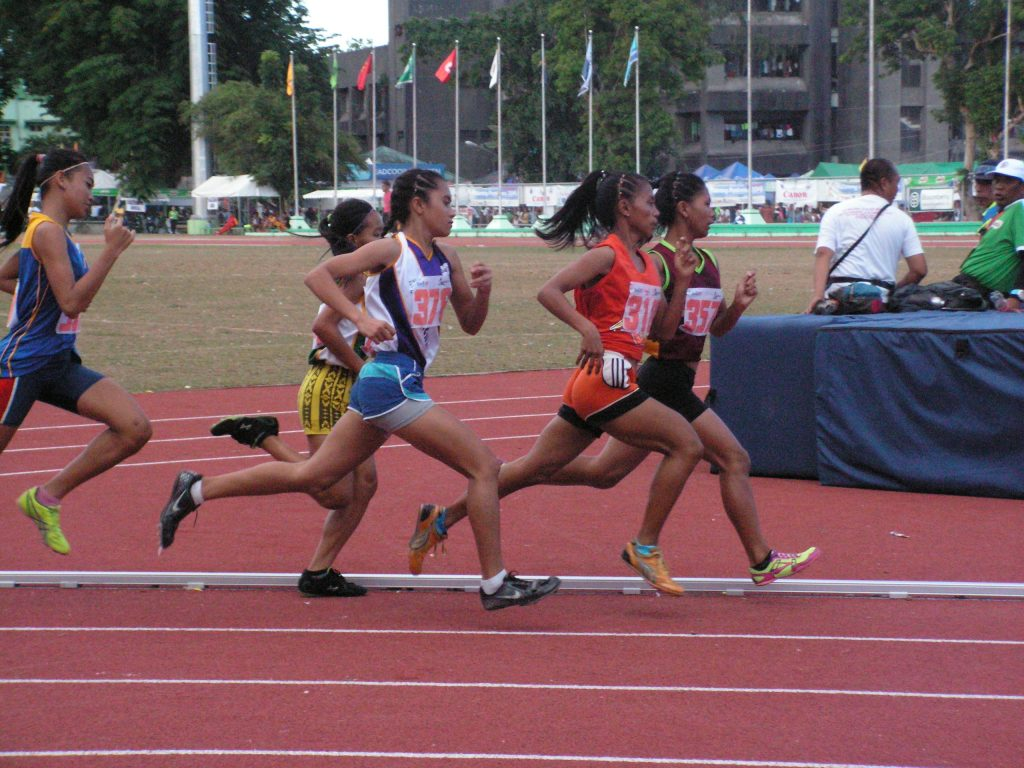 Head-to-head battle for 1500m supremacy between Meagey Niñura and Jie Ann Calis.